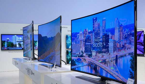 The Pros & Cons of Buying a Curved TV